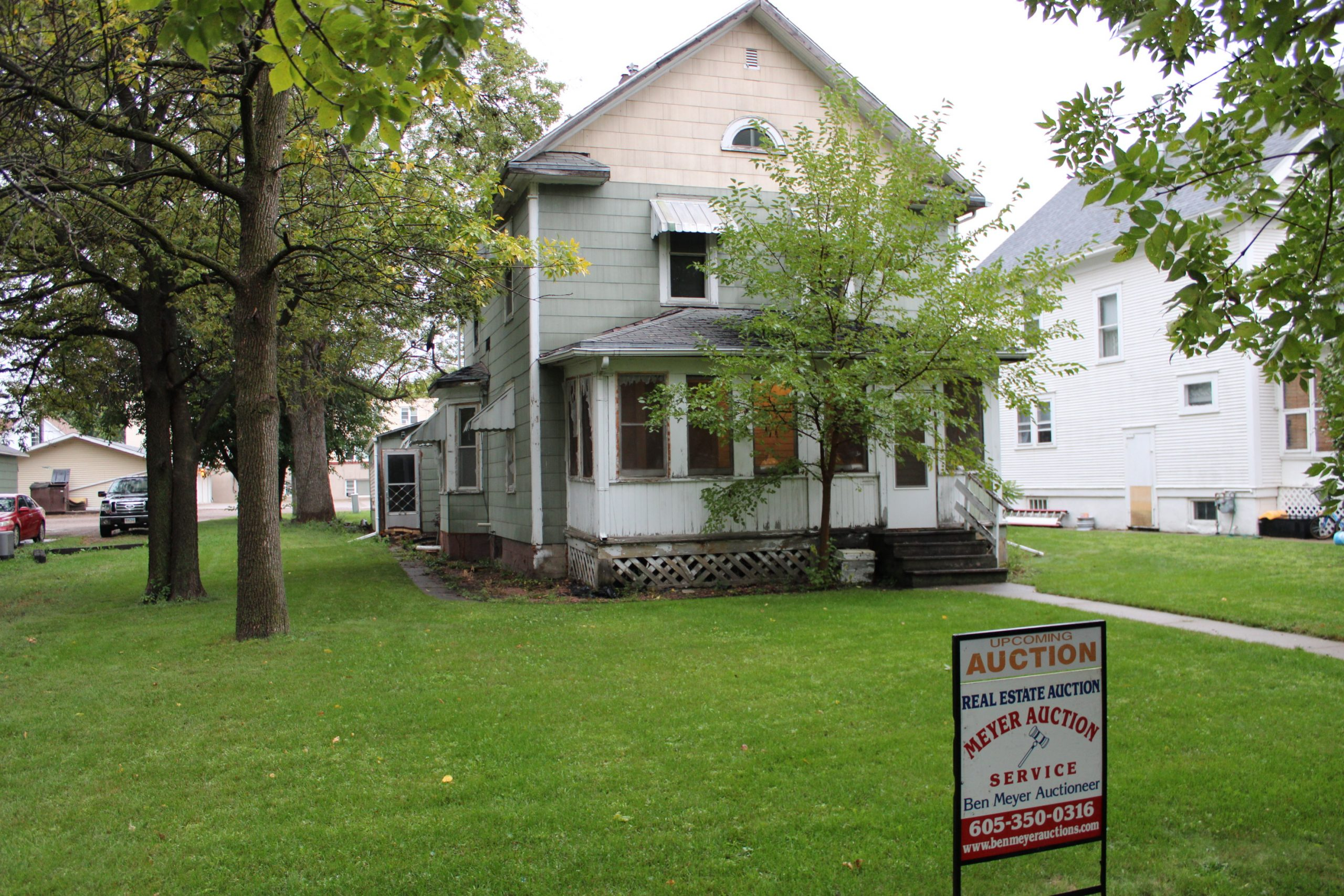 Oct 19 ~ 819 Wisconsin Ave SW, Huron House LIVE Auction 3:30pm